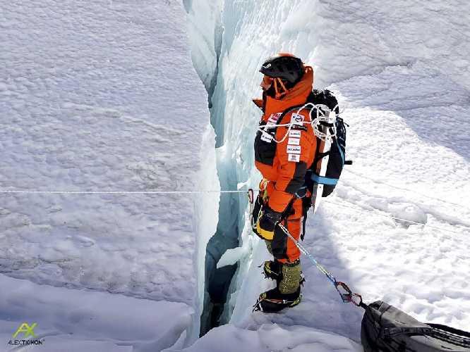 Алекс Тикон (Alex Txikon) на ледопаде Кхумбу. январь 2018 года. Фото Alex Txikon