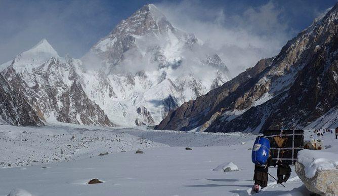 Проход по морене К2. Польская зимняя экспедиция на К2. Фото Wyprawa na K2