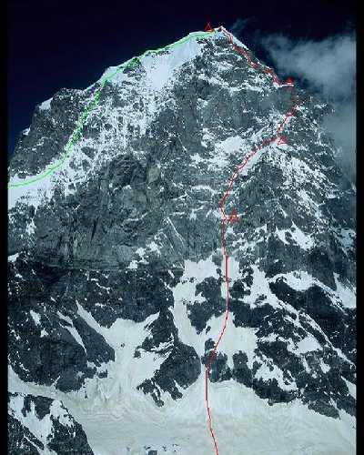 Маршрут восхождения по юго-западной стене горы Нилкантх (Mount Nilkantha) высотой 6596 метров в индийских Гималаях. Зеленым цветом обозначен маршрут спуска команды. Фото Anne Gilbert Chase