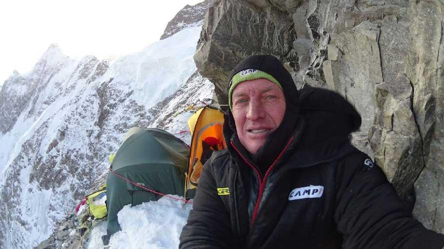 Денис Урубко у второго высотного лагеря. Фото Денис Урубко