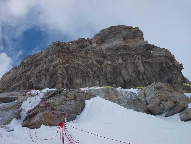Фото предполагаемого места установки второго высотного лагеря на К2. Отметка 6300 метров. Лето 2017 года. Фото J.Natkański