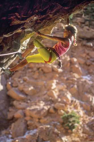 Робин Эрбесфилд-Работу (Robyn Erbesfield-Raboutou) на маршруте The Monument (7с), Эльдорад, 1990 год. Фото Beth Wald