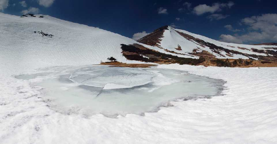 озеро Несамовитое зимой. Фото spadok . org . ua