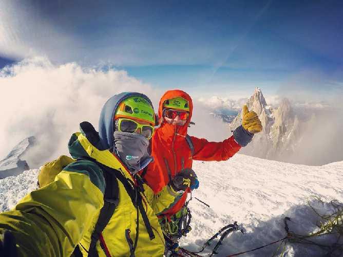 Влад Капусан (Vlad Capusan) и Жолт Торок (Török Zolt) на вершине Серро Адела Сур (Cerro Adela Sur) высотой 2800 метров. Фото Vlad Capusan