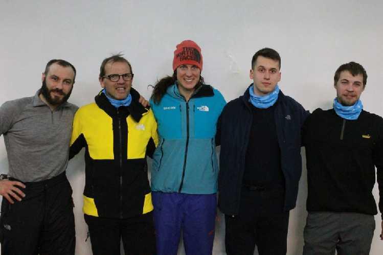 Команда: якутянин Олег Сайфулин, альпинисты из Италии Симоне Моро и Тамара Лунгер, фотограф и оператор Маттео Занга, а также переводчик Филиппо Валоти-Алебарди. Фото  ysia . ru