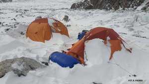 Зимние альпинистские экспедиции на гору Победа и восьмитысячник К2: работа над первым и третьими лагерями