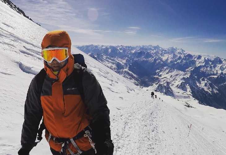 Косая полка высота 5100м. Фото Виталий Шлюпка и Александр Корец