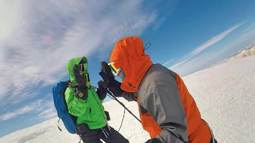 вершина Кабека 5033м.. Фото Виталий Шлюпка и Александр Корец