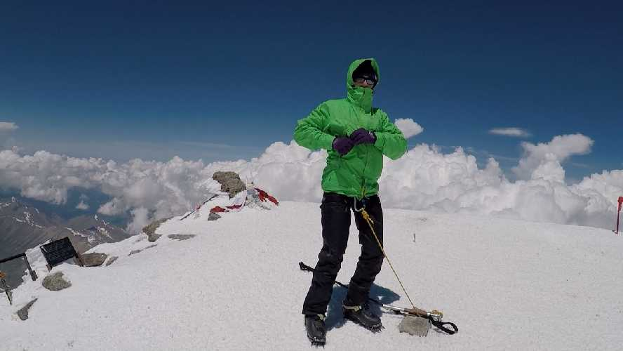 вершина Эльбруса 5642м. Фото Виталий Шлюпка и Александр Корец