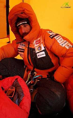 Алекс Тикон (Alex Txikon) в высотном лагере Эвереста, январь 2018