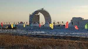 Строительство ледолазного стенда в Хух-Хото (Hohhot), Китай. Фото Елены Кочегаровой