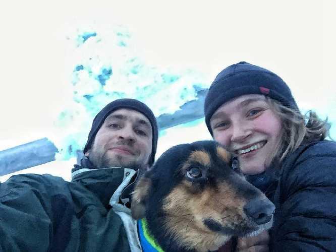 Спасённые туристы: Александр Чуб и Ивона Костина и собака по кличке Сьюзи