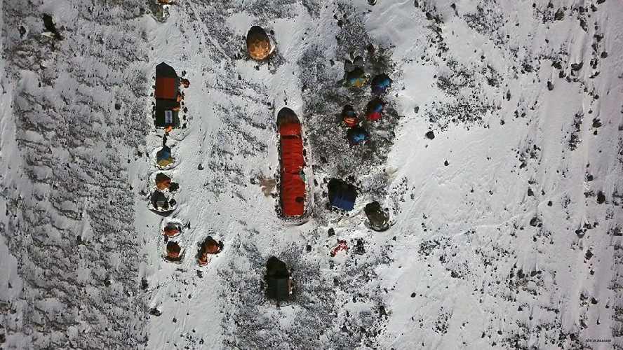 Вид на Базовый лагерь польской экспедиции у К2. февраль 2018