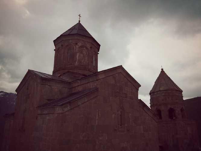 Троицкая церковь или Гергетис Цминда Самеба 2170м. Фото Виталий Шлюпка и Александр Корец