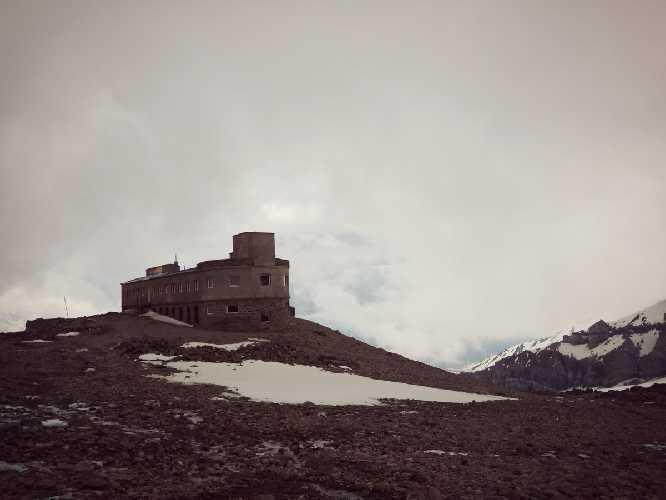метеостанция  Бетлеми Хат 3653 м.  Фото Виталий Шлюпка и Александр Корец