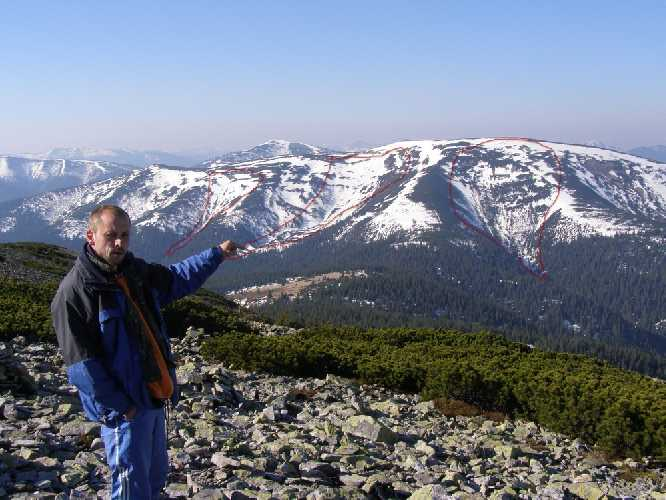 Лавинозбирни желоба на северном склоне горы Паренки (Горганы). Фото skelya . net