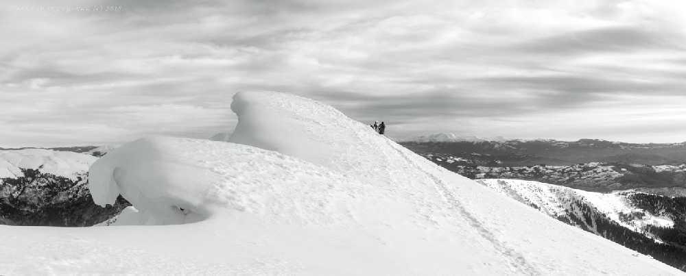 Снежный карниз на Поп-Иван Мармарошский у места аварии.  Январь 2018 года. Фото Павел Мокрицкий