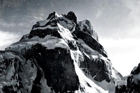 Вершина горы Огре (Ogre), 7285 метров, которую еще называют Байнта Брак (Baintha Brakk)