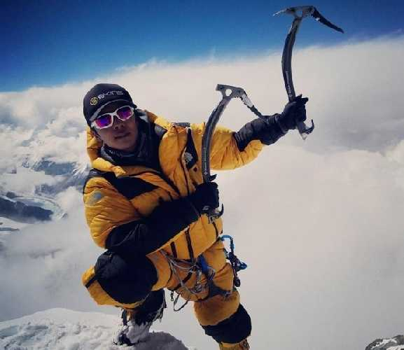 Лакпа Шерпа (Lakpa Sherpa) на вершине Эвереста, май 2017 года. Photo: THT