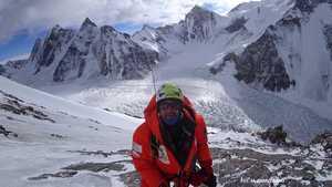 Зимние экспедиции на Эверест и К2: разрушенный второй лагерь и работа на 7400