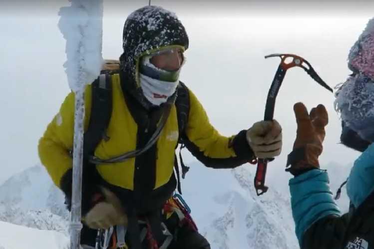 Симоне Моро (Simone Moro) и Тамара Лунгер (Tamara Lunger) на вершине горы Победа, 11 февраля 2018 года