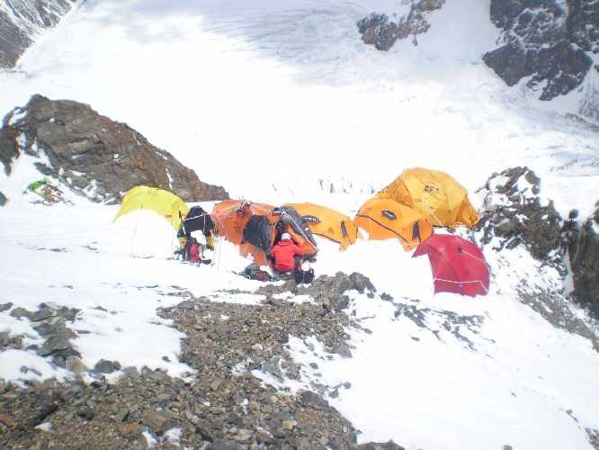 К2. Первый высотный лагерь на ребре Абруццкого