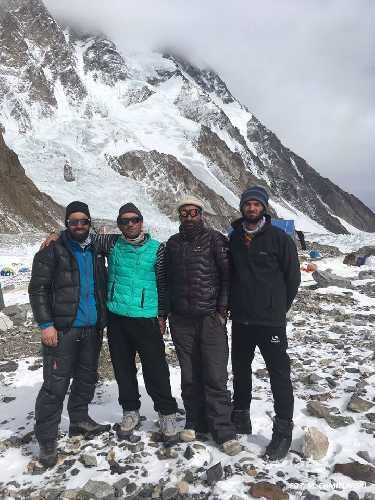 пакистанские альпинисты в команде польской экспедиции на К2