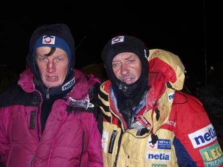 Денис Урубко и Кшиштоф Велицкий (Krzysztof Wielicki)  на К2 в 2003 году