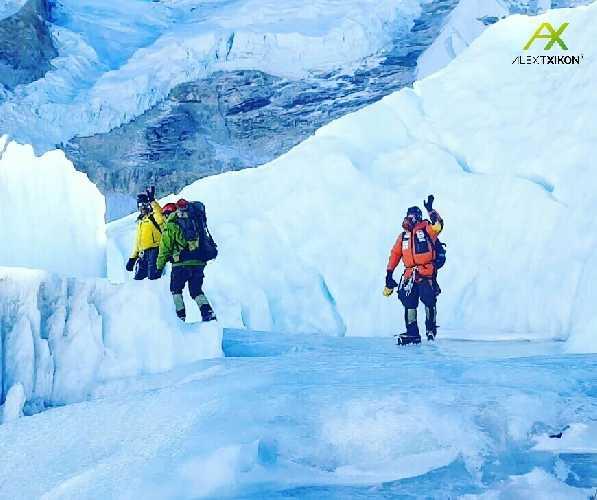 21 февраля Алекс Тикон, Али Садпара и 5 непальских шерп вышли на штурм вершины из базового лагеря