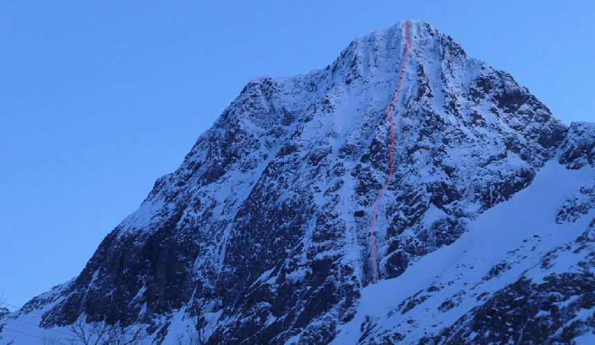 Маршрут на северной стене горы Штормоа (Stormoa, 975 метров). Фото Greg Boswell