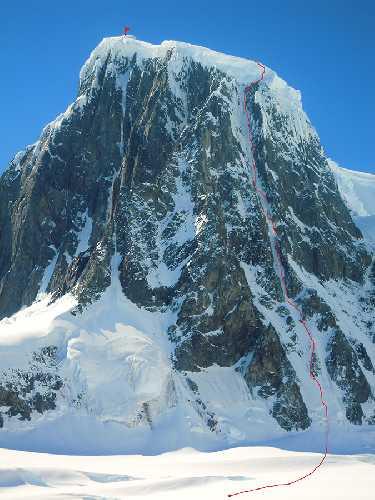 Маршрут Bloody Nose на вершину горы Пицдач (Monte Pizduch) высотой в 1000 метров, массив Вит (Mount Wheat), остров Винке (Wiencke Island), Антарктика. Фото Marek Holeček
