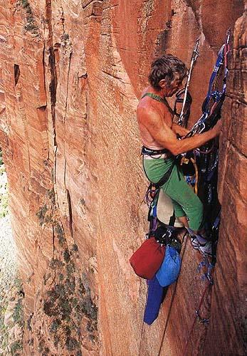 Jim Bridwell в 57 лет при прохождении маршрута Moonlight Buttress в национальном парке Zion