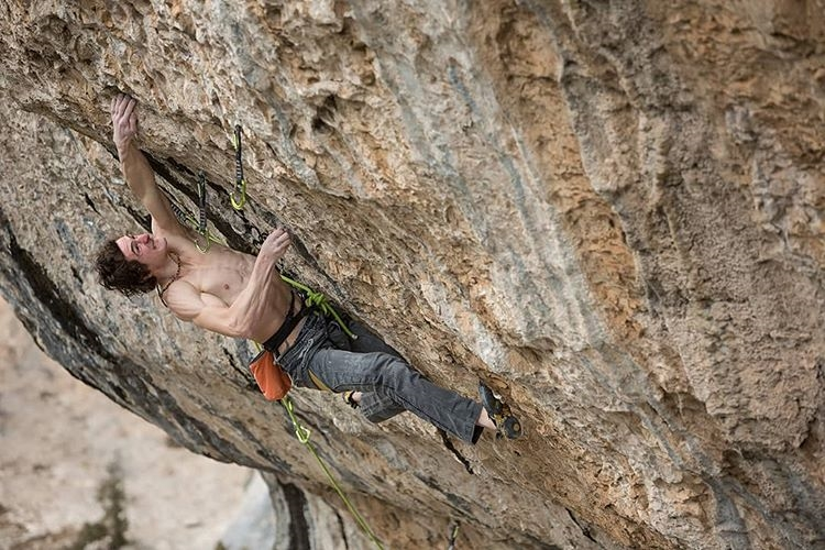 "Адам Ондра (Adam Ondra) на маршруте ""Eagle 4"" категории 9b. Фото Bernardo Giménez"