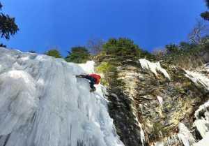 Ялинский водопад в Карпатах -