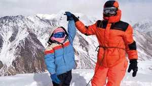 Девятилетняя девочка из Пакистана стала самой молодой альпинисткой в стране, поднявшись на вершину пятитысячника