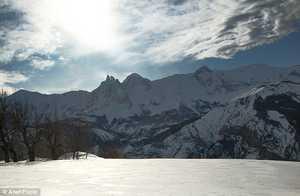 Четыре лыжника погибли в лавине во Французских Альпах, еще один получил ранения; их гид задержан