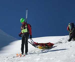 Удивительное спасение: горнолыжник выжил проведя 4 часа под лавиной!