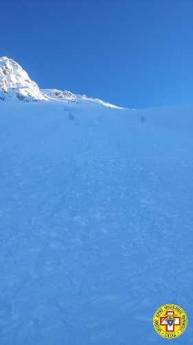 Место схода лавины на слоне горы Виридио (Monte Viridio, 2498 метров) в долине Валь-Грана. Фото CNSAS
