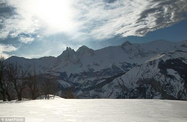 горный массив коммуны Антрон на юго-востоке Франции в регионе Прованс — Альпы — Лазурный берег.