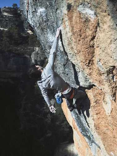 "Джон Кардвелл (Jon Cardwell) на маршруте ""La Rambla"" 9а+. Фото Anna Liina Laitinen"