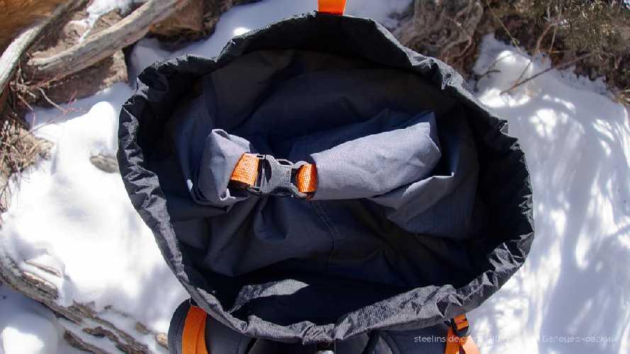 Закручивающаяся крышка для основного отдела и тубус для верхнего. Фото Кирилл Белоцерковский