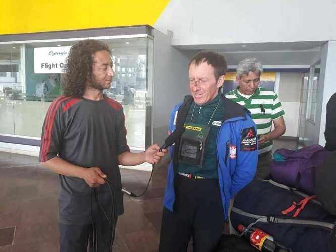 Денис Урубко в аэропорту Исламабада
