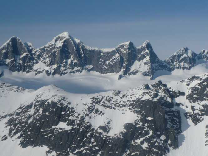 Горная группа башен Менденхолла на Аляске