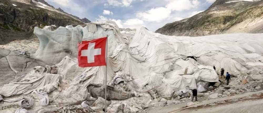 Одеяла для ледников. Фото Arnd Wiegmann/Reuters