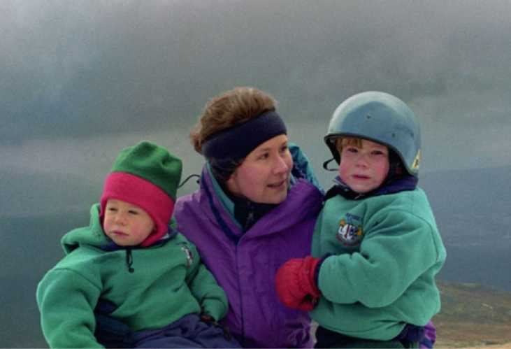Элисон Харгривз (Alison Hargreaves) со своими детьми незадолго до гибели на К2
