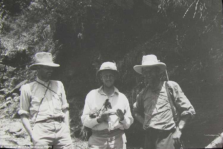 Участники британской экспедиции на вершину гималайской горы Камет (Mount Kamet 7756 м). 1931 год. Фото Frank Smythe