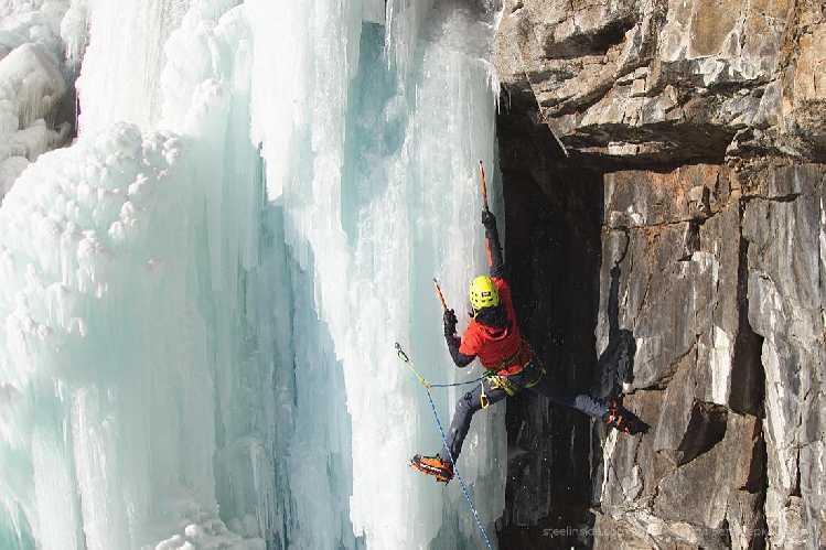 Я на в правой части Бутаковского водопада. Январь. Фото steelinside . com