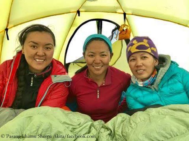Лхаму Пасанг Шерпа (Pasang Lhamu Sherpa), Янгзум Дава Шерпа (Dawa Yangzum Sherpa),Майя Шерпа (Maya Sherpa) на Канченджанге)