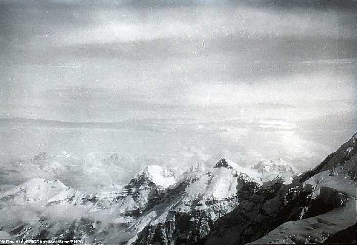 Вид с вершины Камет.  Британская экспедиция на вершину гималайской горы Камет (Mount Kamet 7756 м). 1931 год. Фото Frank Smythe