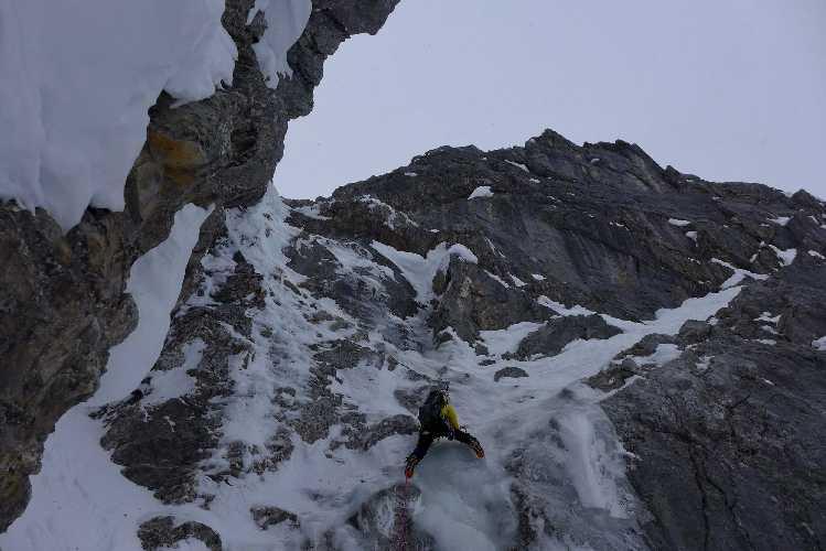 Инес Паперт (Ines Papert) на первом участке восточной стены Миттельшпитце (2713 м). Фото Stefan Wiebel